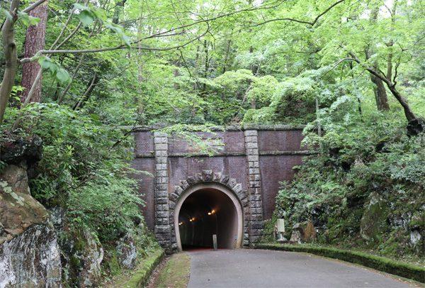 ( トンネル通過 )