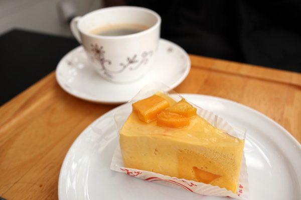 (  マンゴーチーズケーキ&コーヒー )