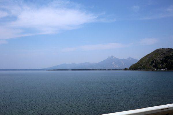 (  猪苗代湖と会津磐梯山 )